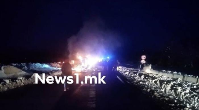 Tешка сообраќајна несреќа на патот Охрид-Кичево, запален е еден автомобил