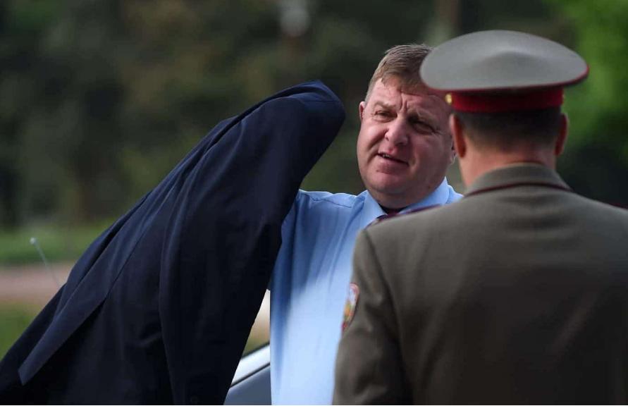 """Каракачанов тврди дека Бојко Борисов """"фаќал кривини"""" во спорот со Македонија"""