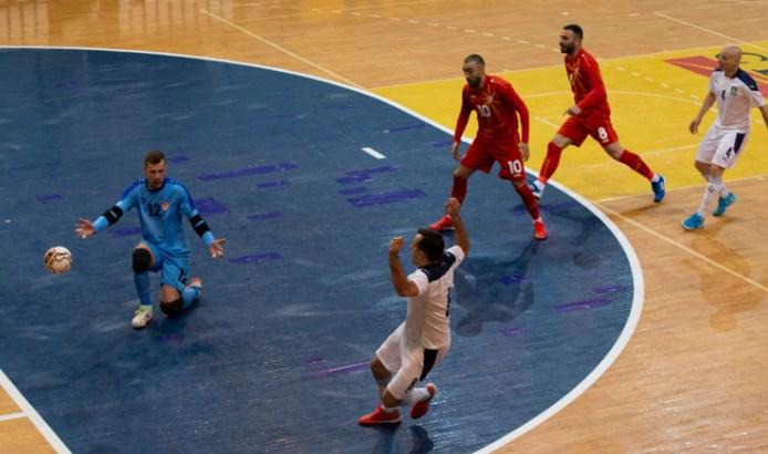 Футсал репрезентацијата последна во својата група