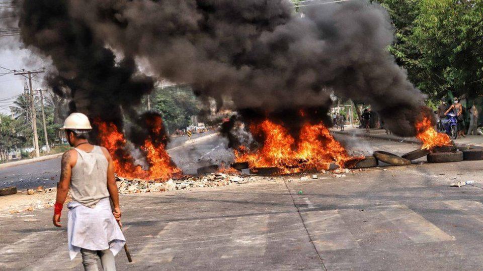 Најкрвав ден по пучот на војската во Мјанмар: Убиени стотина демонстранти