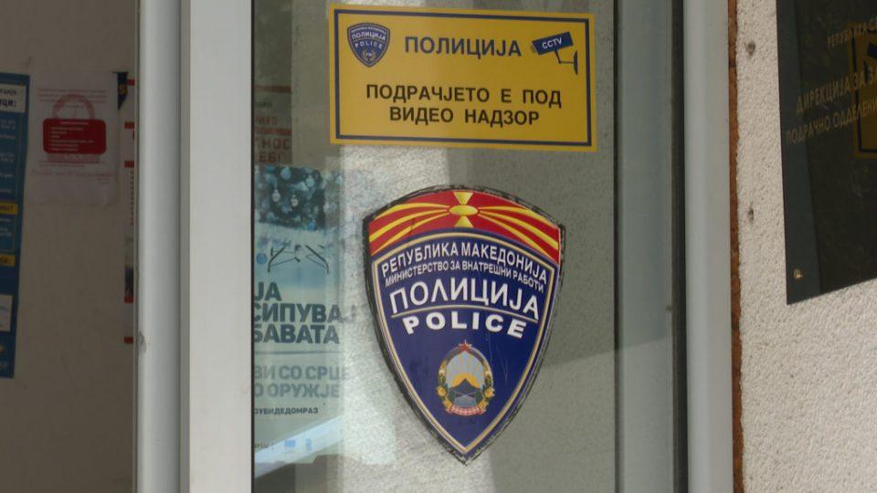 """Скопјанец со """"крајслер"""" се силел на полицијата што го запрела за прекршок"""