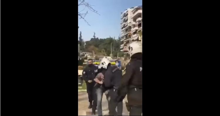 (ВОЗНЕМИРУВАЧКИ СНИМКИ): Полициска бруталност ги излеа Грците на улица – немири во Атина