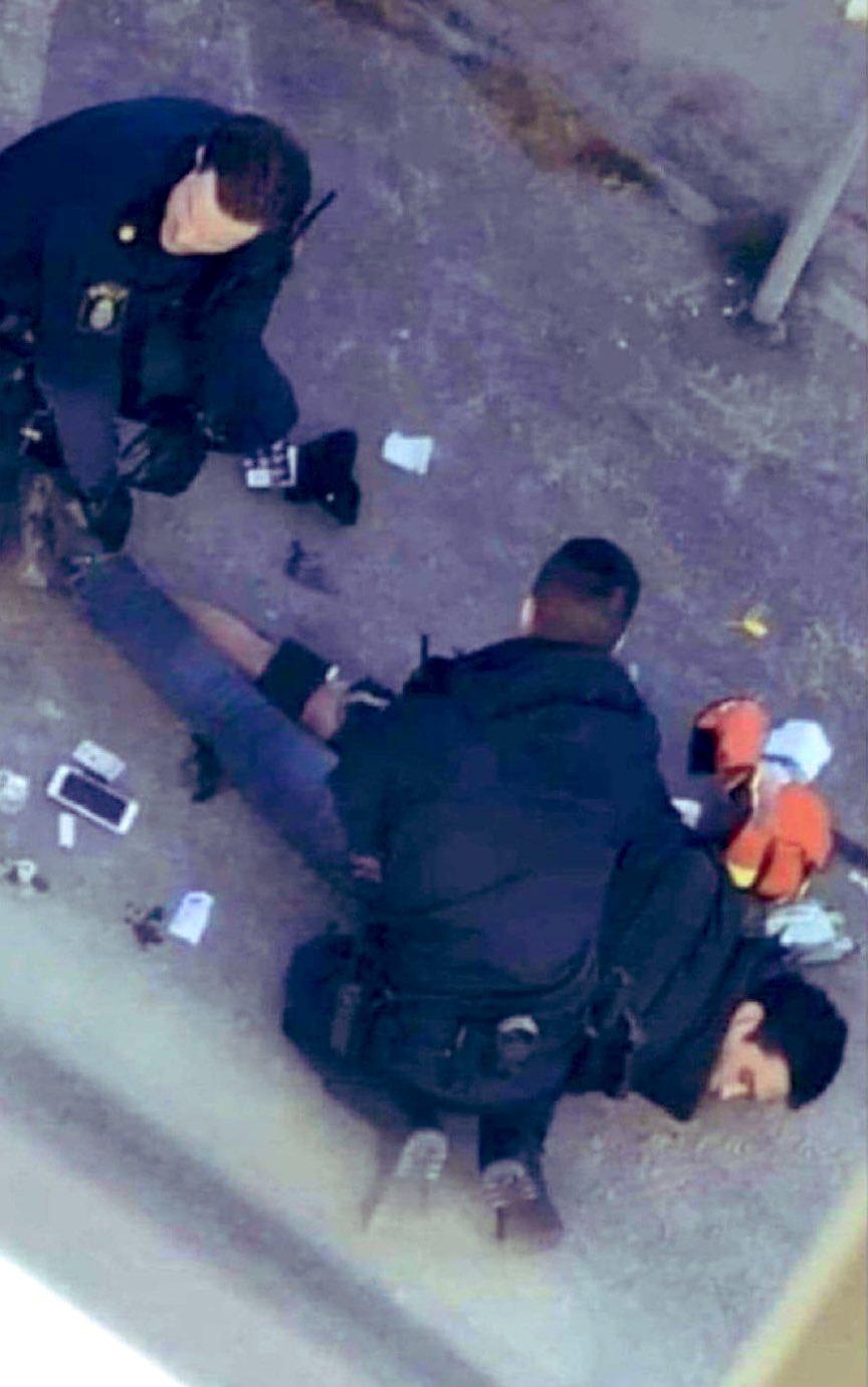 Дваесетгодишникот кој избоде осум лица во Шведска е во болница, полицијата го третира како терористички напад