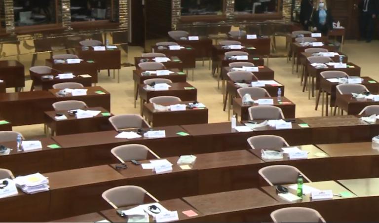 Нема пратеници од опозицијата кои го поддржуваат, како што најавуваше Заев