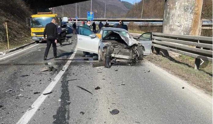 """Со """"Мицубиши"""" удриле во столб: Пет момчиња повредени во несреќа близу Бања Лука"""