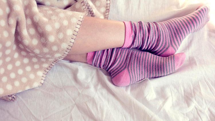 Спиењето со или без чорапи открива многу за вас