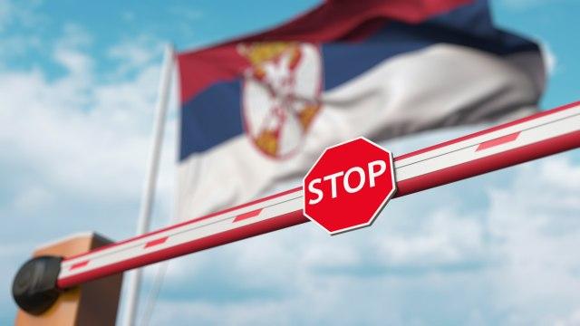 Србија ги затвора границите, слободен влез само за вакцинираните