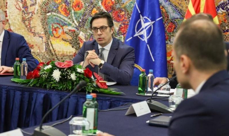 Пендаровски му врати на Филипче: Набавката на вакцините е примарна надлежност токму на министерот за здравство