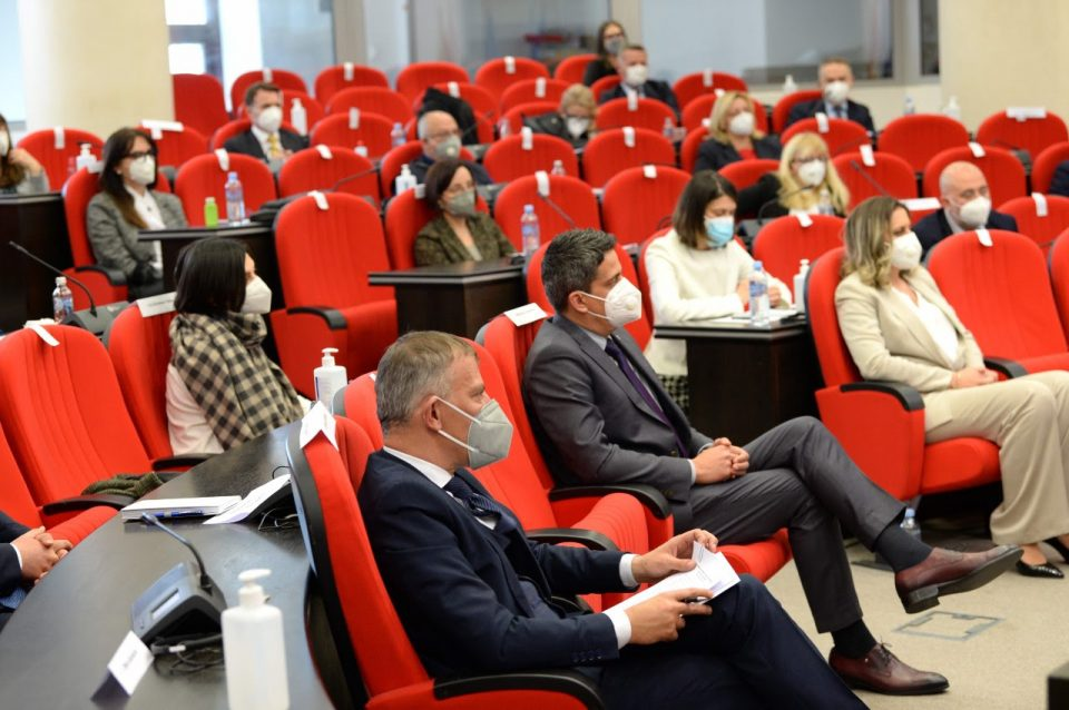 Заев на состанок со амбасадорите: Остануваме 100-процентно посветени кон ЕУ и на градењето пријателства
