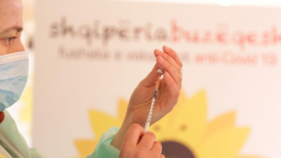 Албанија ќе ги вакцинира сите здравствени работници од Косово