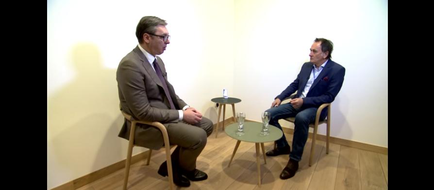 Вучиќ објасни како дошол до вакцините: Поискусен сум од мојот пријател Заев, кој целосно се потпре на ЕУ и не доби вакцини