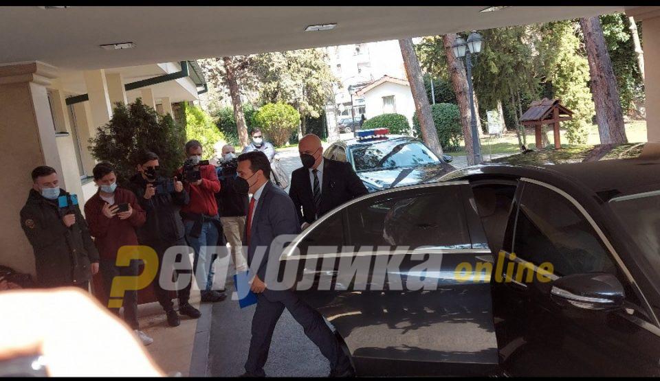 Можен е договор за одложување на пописот, вели Заев пред лидерската средба