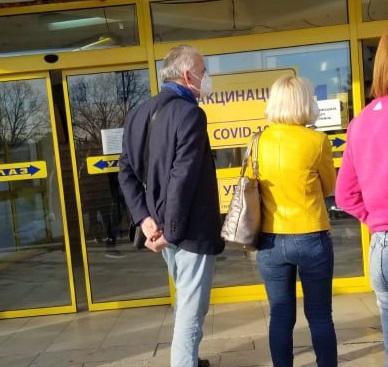 Еден од најголемите поддржувачи на СДСМ и Зоран Заев, Нано Ружин отиде на вакцинирање во Србија