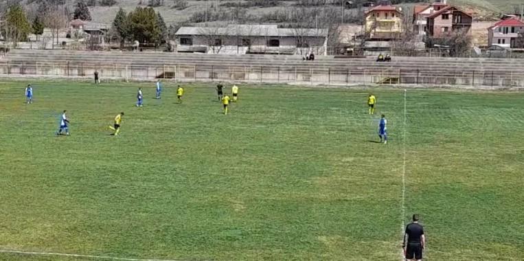 Дербитo во Третата фудбалска лига за Детонит