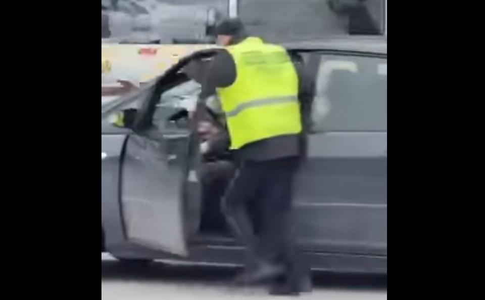 Спектакуларен обид на возач да избега од полициска конторла