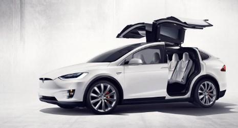 """Две лица загинаа: На самоуправувачка """"Тесла"""" не може да и се верува"""