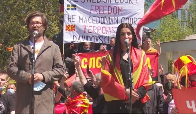 Андријана Јаневска: Без надомест пеев на протестот, јас сум на браникот на татковината!