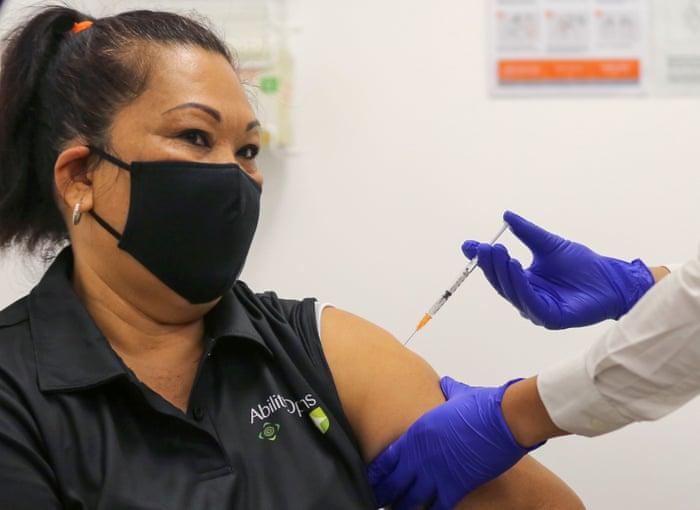 """Австралија продолжува да вакцинира со """"Астра зенека"""""""