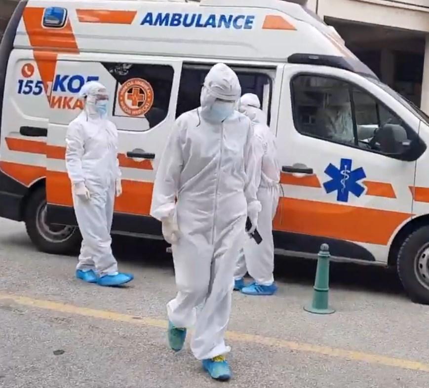 Здравствен работник : Заслужувате да ги фрлиме скафандерите и униформите