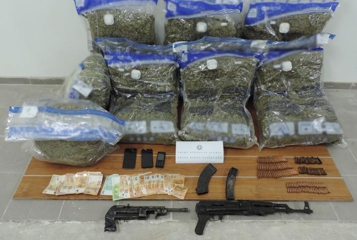 Запленети 55,5 килограми канабис, автоматско оружје, возила: Разбиена група која шверцувала дрога и оружје од Македонија во Грција