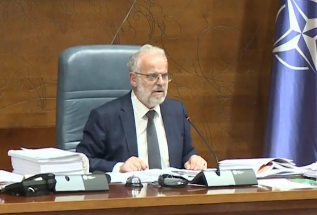 Прекината работата на Собранието по двочасовна расправа преку процедурални забелешки