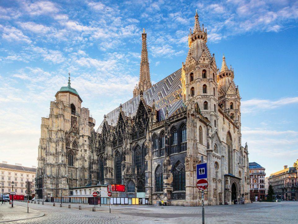 Уапсен 15-годишник со потекло од Македонија, се заканувал дека ќе ја разнесе катедралата во Виена