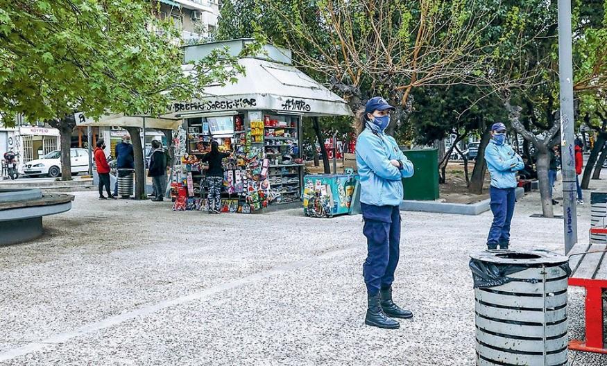 Од денеска скратен полициски час во Грција