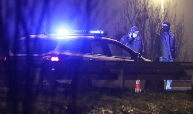 Човек во Сплит бил застрелан во глава па исфрлен од автомобил