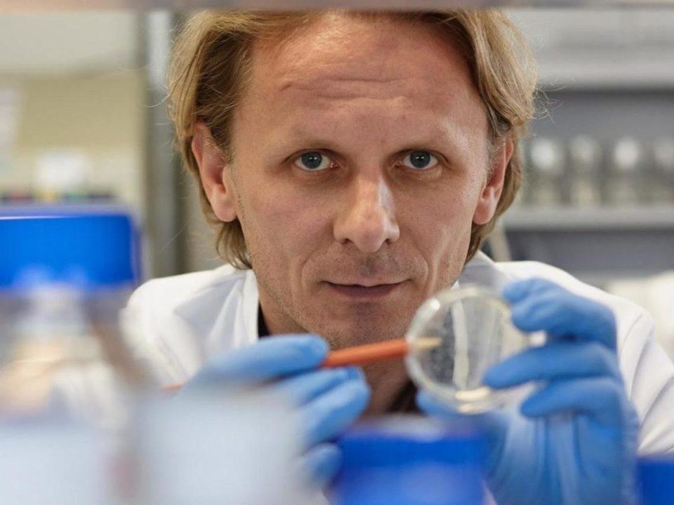 Попрво ќе добиете тромбоза ако летате Европа – Австралија отколку ако се вакцинирате со Астразенека
