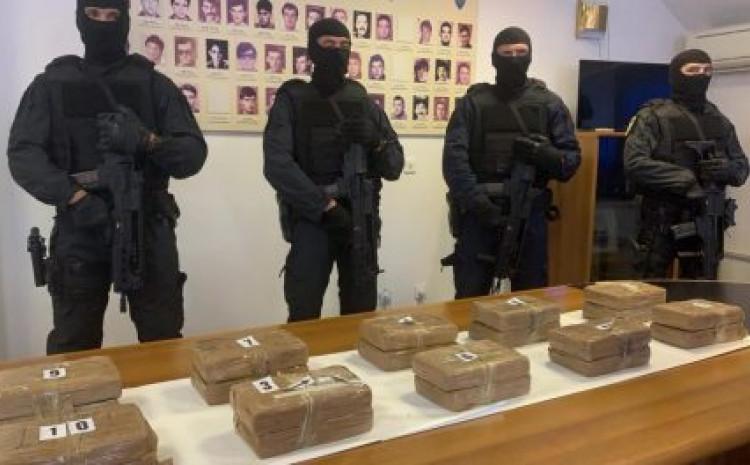 Никој не дошол по кокаинот: Имало заплена на половина тон, но немало апсење