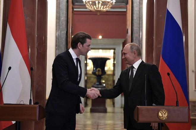 """Австрија договори со Русија милион дози """"Спутник В"""""""