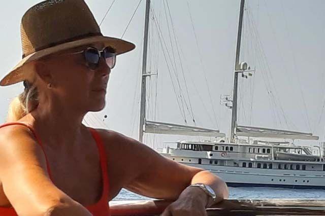 Подарок за нашите души: Лепа Брена се пофали со јахтата од 30 метри, со која крстареше по Јадранот