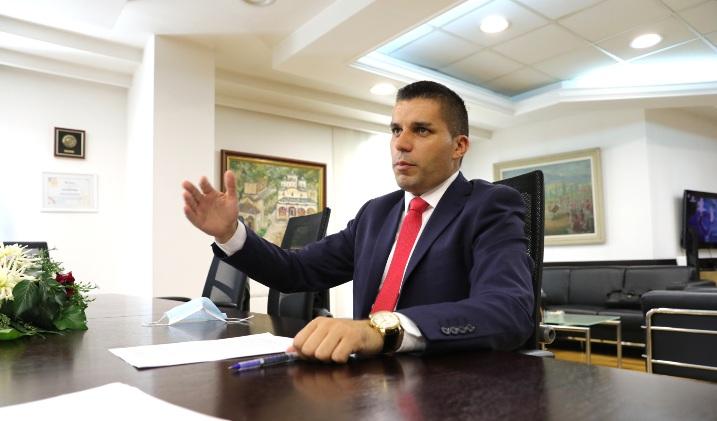 Николовски изненаден од Пендаровски: Не смееме 50.000 семејства да оставиме без покрив над глава
