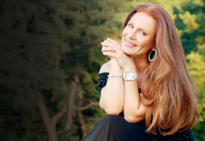 Ја наследила насмевката од мајка си: Ќерката на Маја Оџаклиевска е вистинска убавица