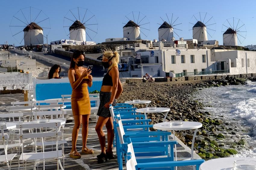 Со посебни протоколи, но сепак – на плажа во Грција од 14 мај