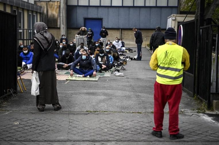Без азил за полигамите, казна 18 илјади евра ако доктор даде потврда за невиност – новиот закон кој ги збесна муслиманите во Франција