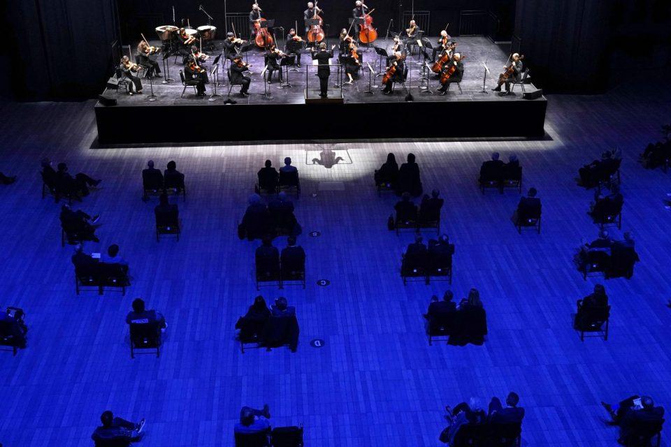 По пауза од 400 дена, прв концерт на Њујоршката филхармонија