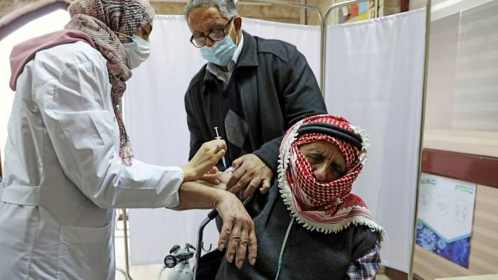 """Палестинските власти за 27 милиони долари нарачале 4,5 милиони дози од вакцинита """"Фајзер"""" и """"Спутник В"""""""