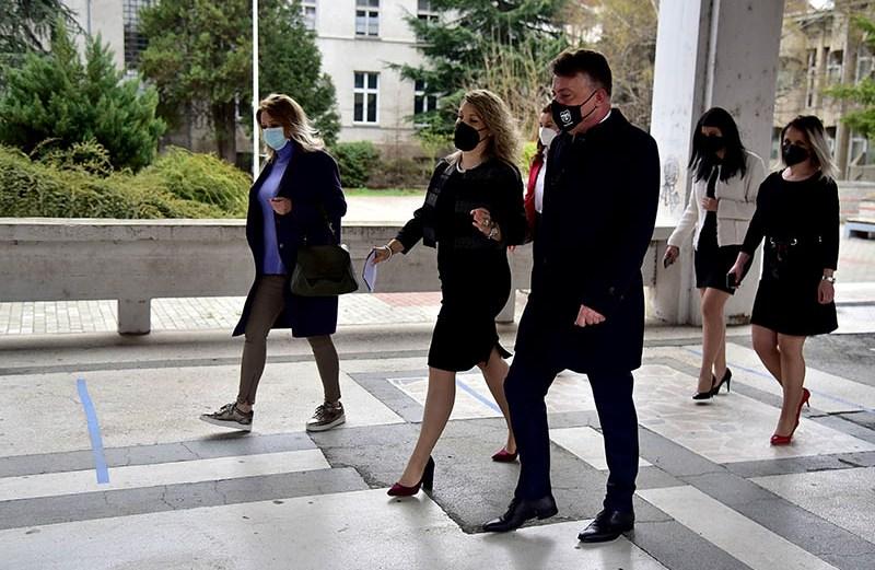 ВМРО-ДПМНЕ: Мрзеливиот Шилегов нема сработено ништо за 4 години, па мора да оди по патронати на училишта и да се фали со сменети клупи