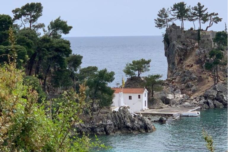 Плажите и морето никогаш не биле вака чисти: Грчките плажи подготвени за туристи