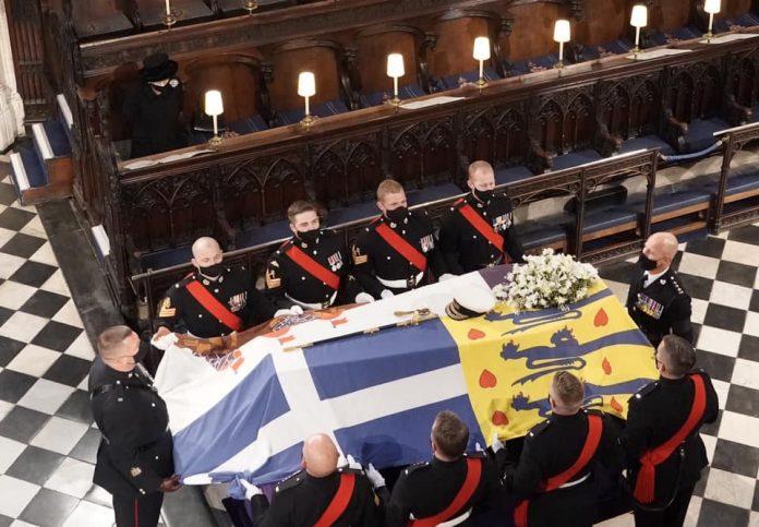 На погребот на неговиот дедо: Кралицата го спаси од срам принцот Хари