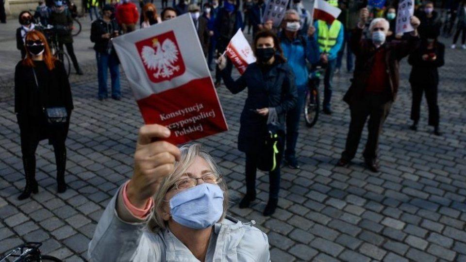 Затворени остануваат рестораните, градинките и дневните центри: Полска ги продолжи рестриктивните мерки до 18 април