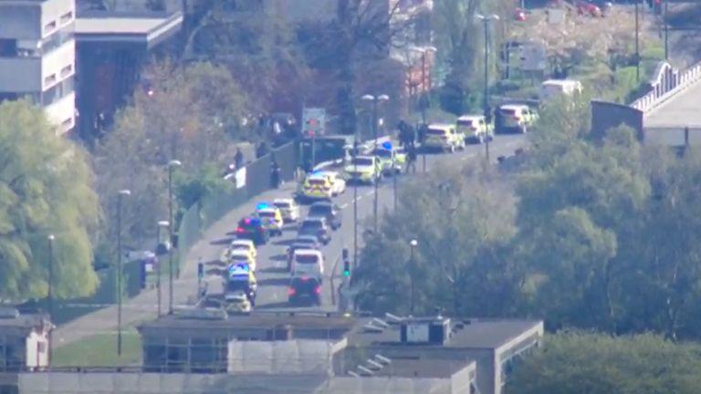 Пукање близу колеџ во Англија, две лица повредени