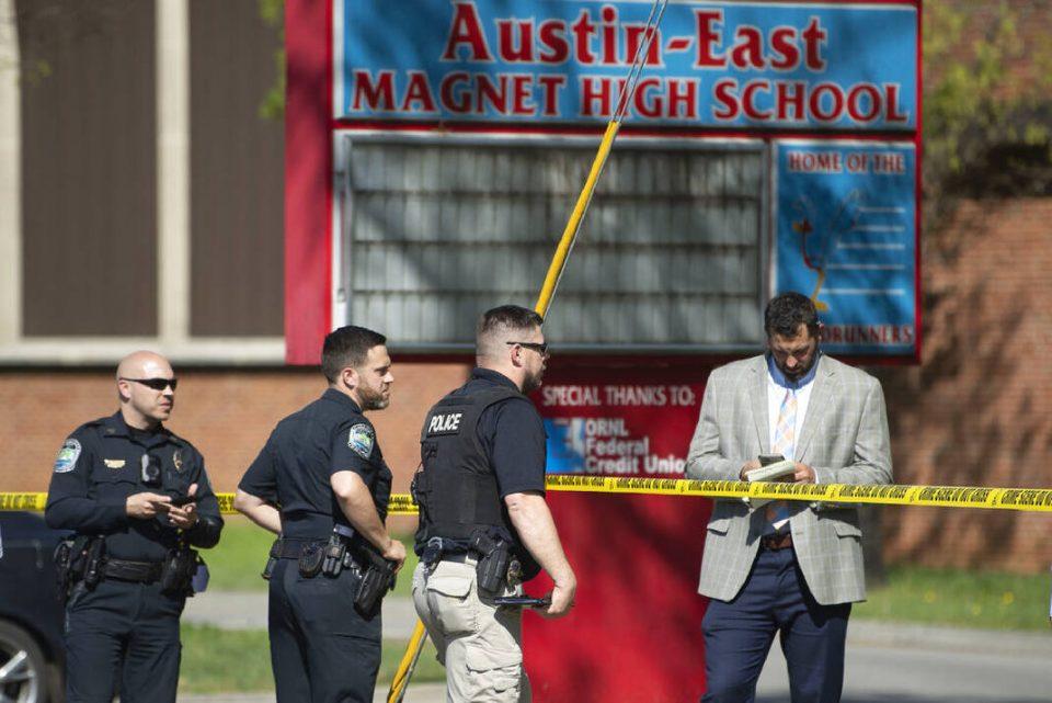 Убиен ученик, ранет полицаец: Пукање во средно училиште во САД