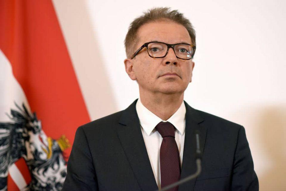 Австрискиот министер за здравство поднесе оставка