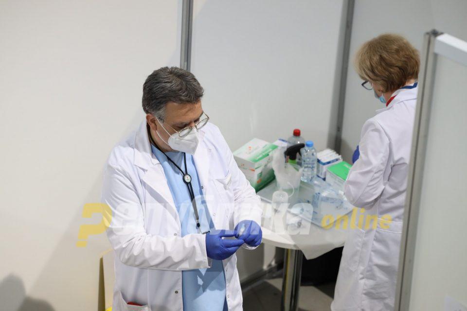 Околу 60 македонски здравствени работници добиле ковид по првата доза вакцина
