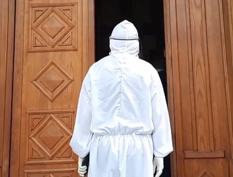 Дали службеници од МВР утврдија која личност им влегува во Собранието?!