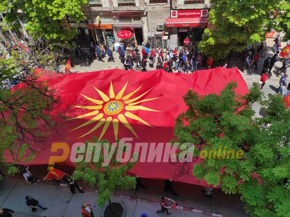 Зоране, Македонија нема да умре иако ти ја труеш
