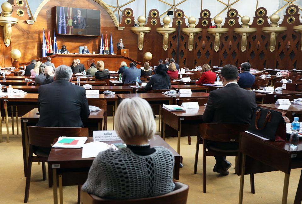 Пратениците гласаа за повеќе заостанати закони