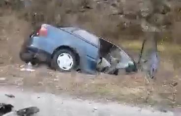 """Кај Ростуше се судриле автомобил и камион: Загинал 68-годишниот возач на """"хјундаито"""", три лица се повредени"""